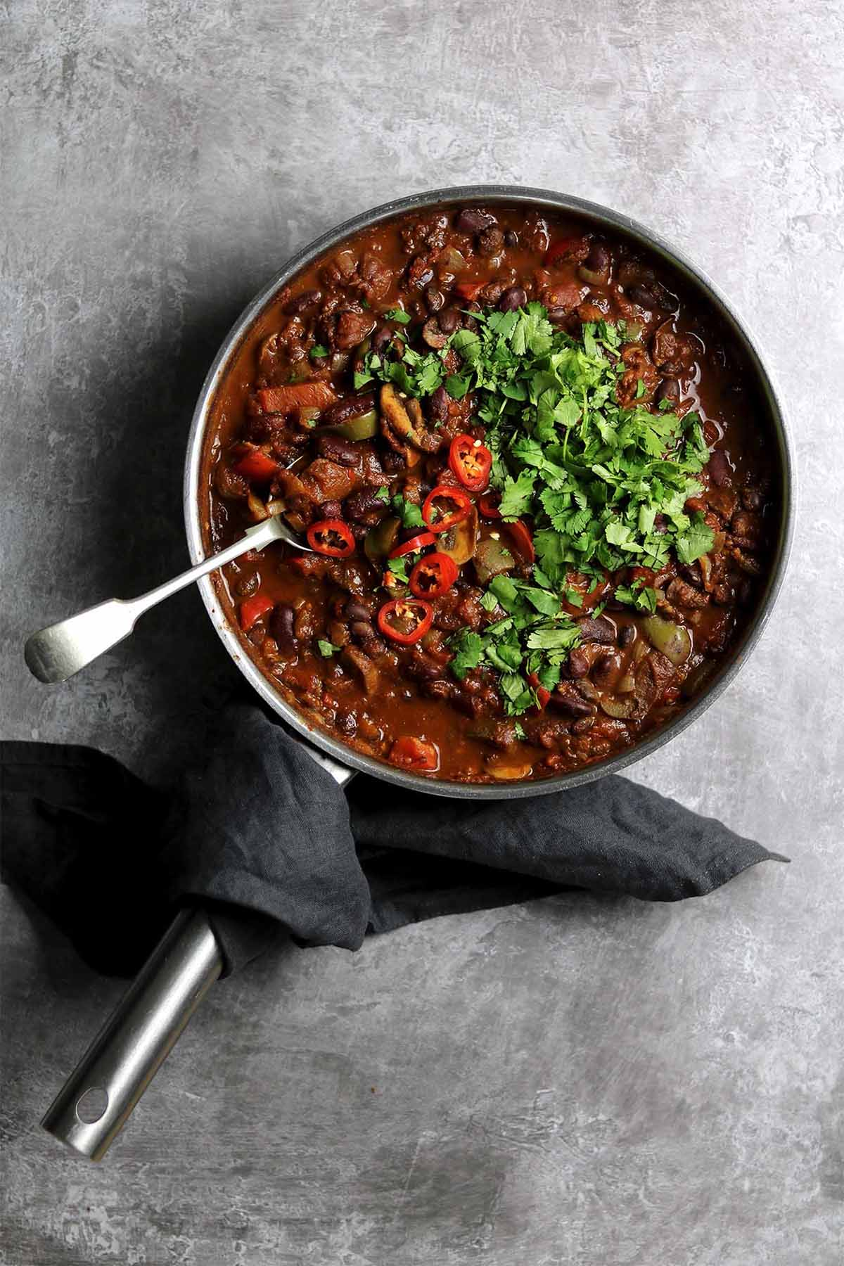 vegetarian chilli - in pan