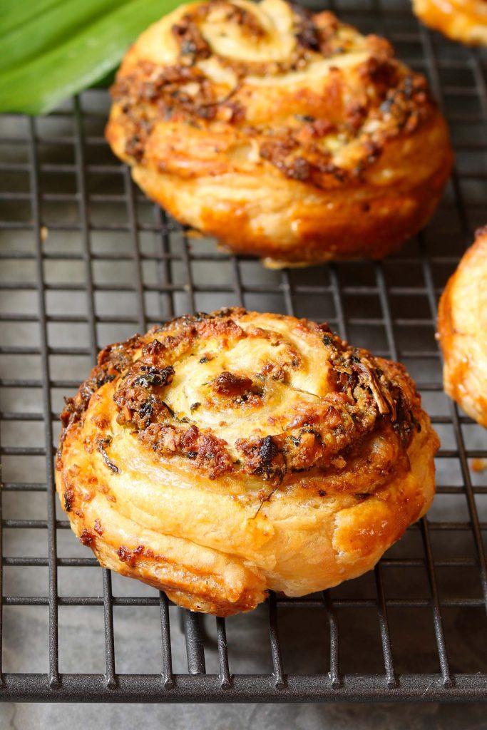 Feta & Sun Dried Tomato Swirls - www.thelastfoodblog.com
