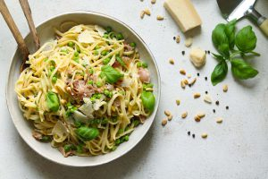 Linguine with Prosciutto, Peas and Lemon - thelastfoodblog.com