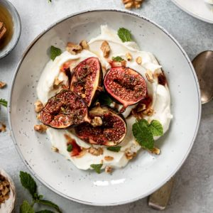 Roasted figs with Honey & Yoghurt
