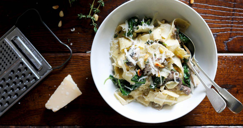 Creamy Spinach and Mushroom Pasta - thelastfoodblog.com