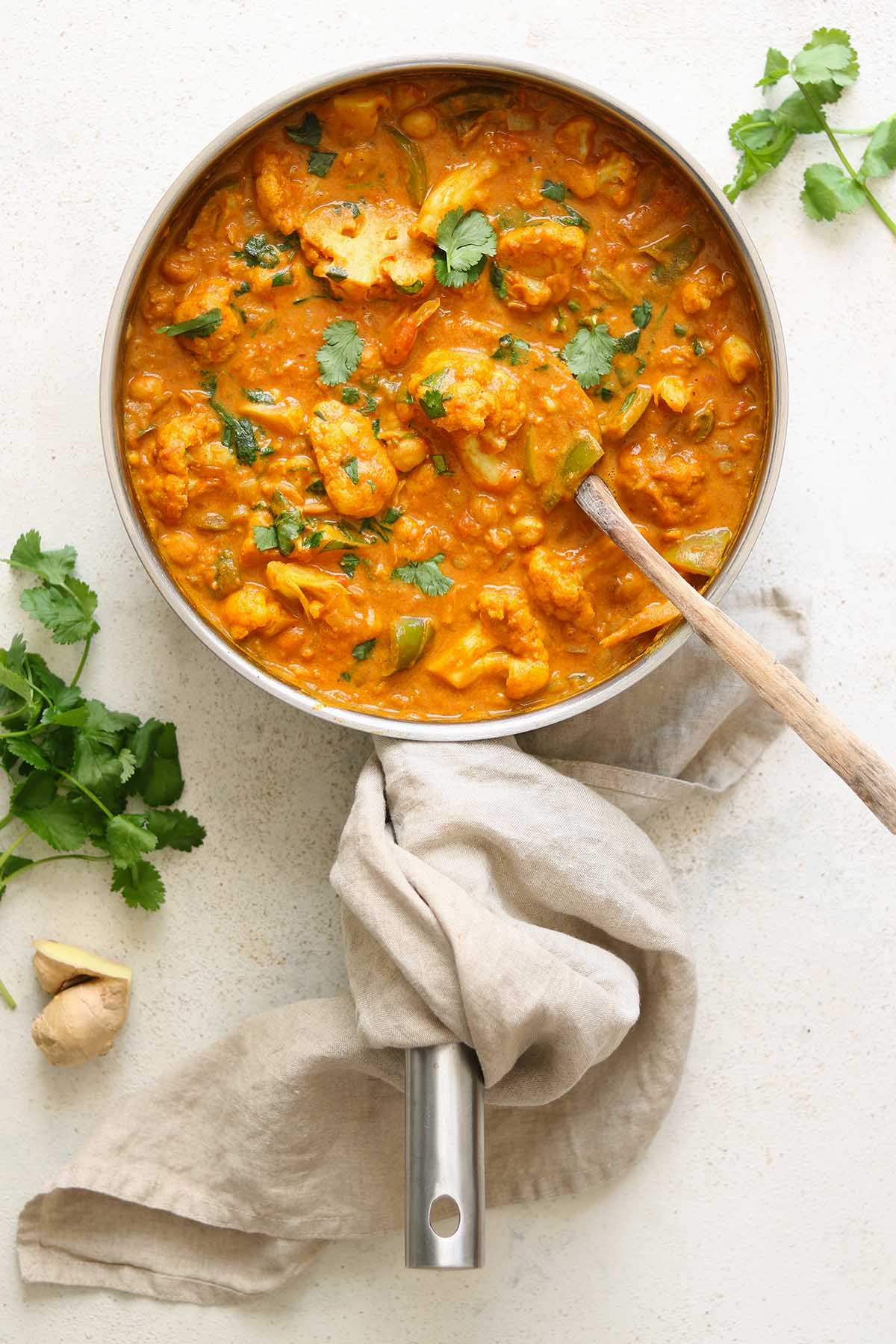 cauliflower and chickpea curry - pan