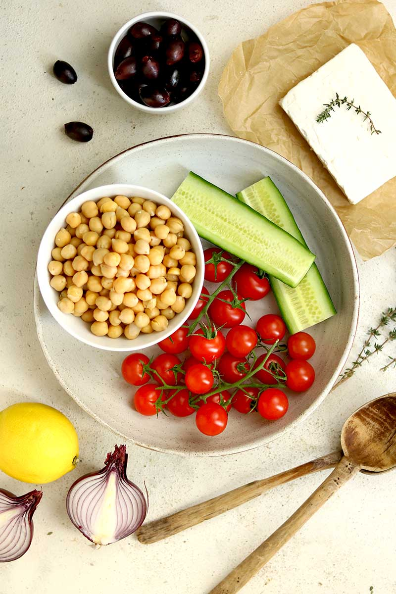 chickpeas cucumber tomato ingredients