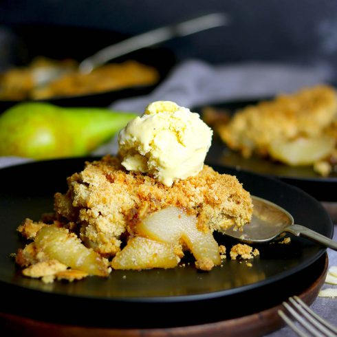 pear crumble with ice cream