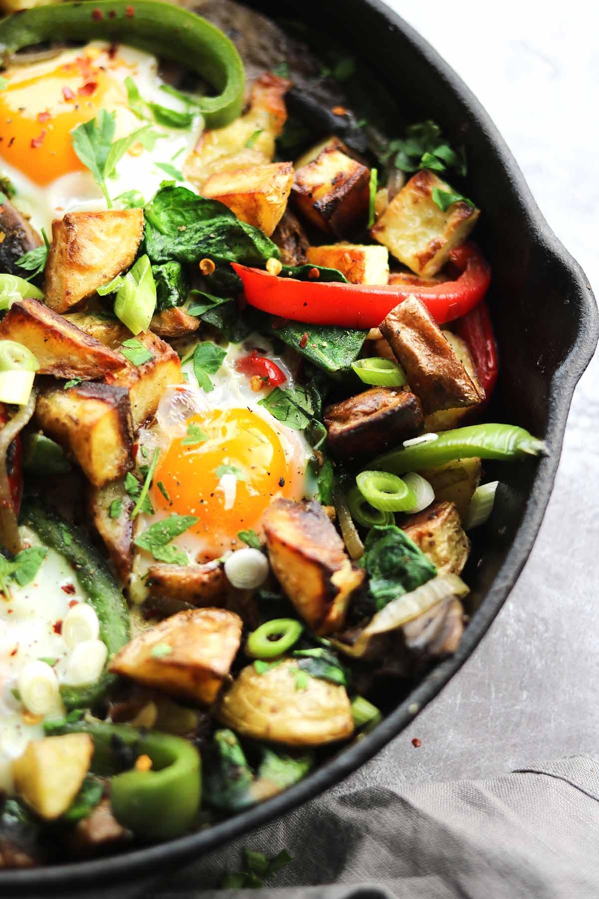 veggie breakfast in skillet egg close up