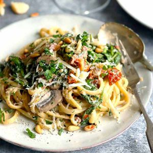 Pasta with mushrooms and spinach