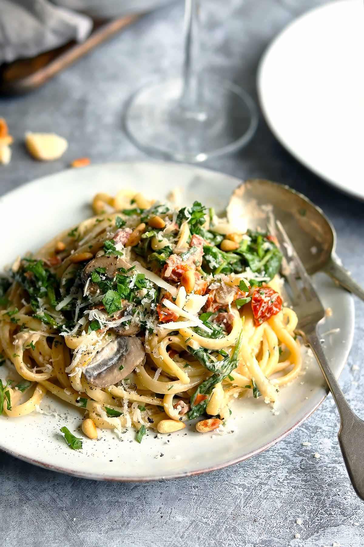 Pasta with Mushrooms, Spinach, sun-dried tomatoes in white wine sauce