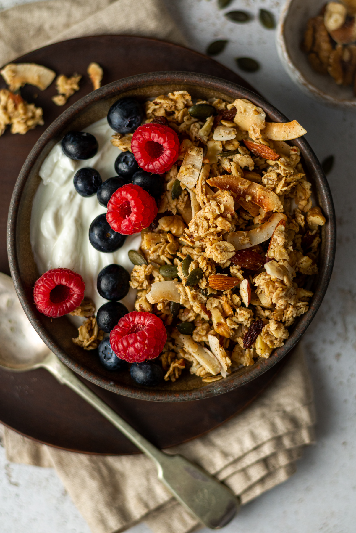 granola in bowl with berries and yoghurt