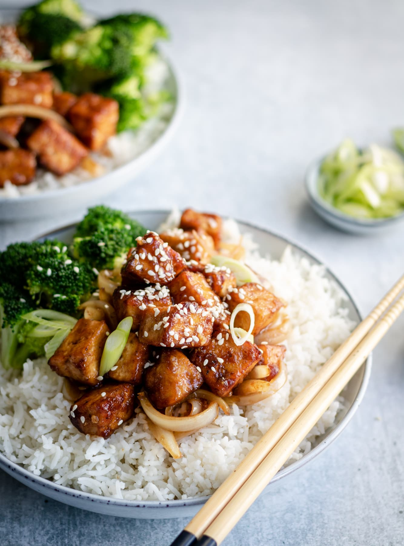 Glazed tofu with sesame seeds, onion garnish, white rice and broccoli
