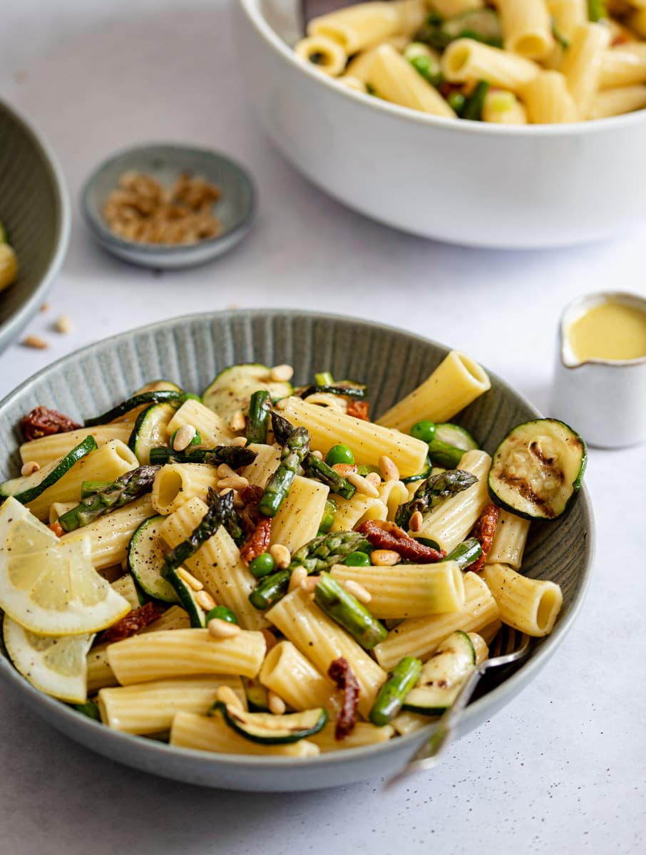 Pasta with mixed vegetables and lemon dressing