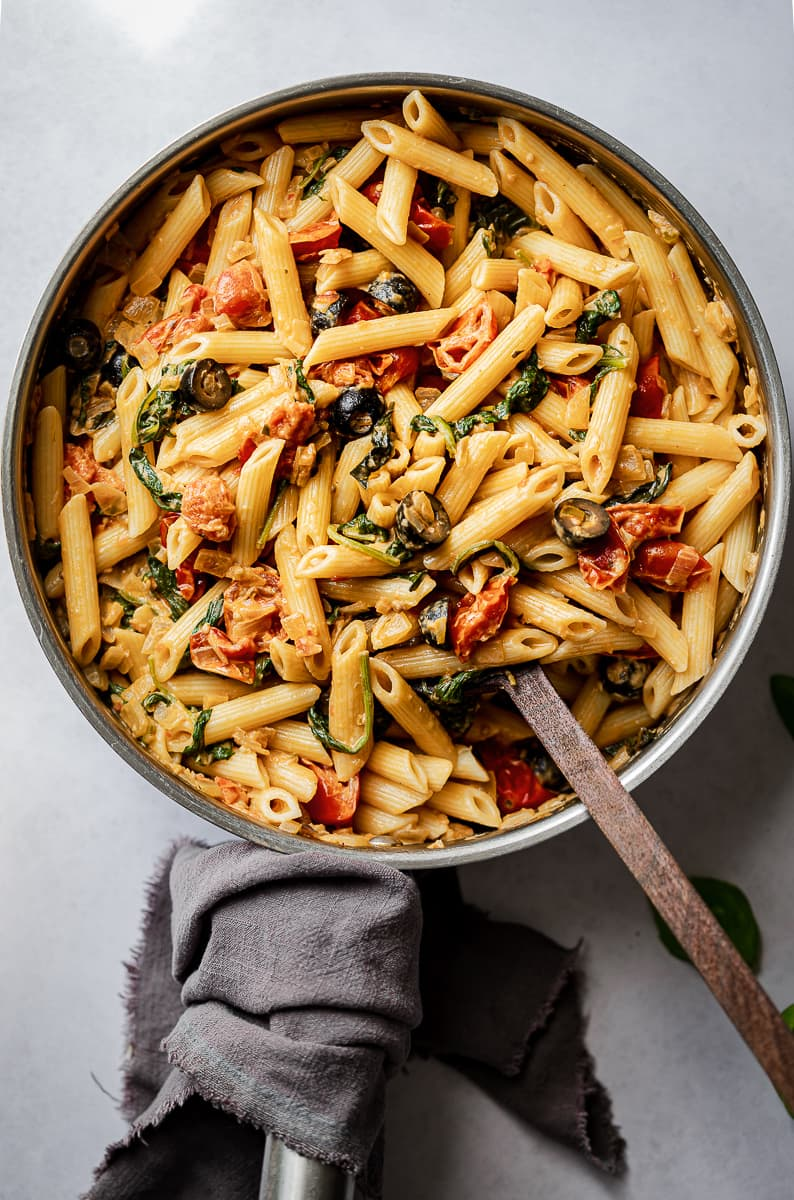 Pasta with black olives, basil, tomatoes and spinach